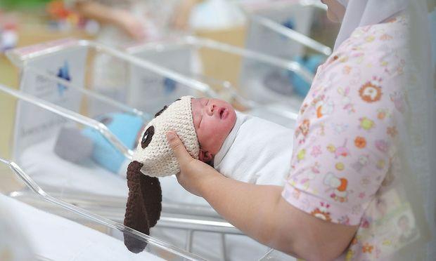 Die WHO hat einen neuen Leitfaden für Geburten veröffentlicht. / Bild:  REUTERS/Athit Perawongmetha