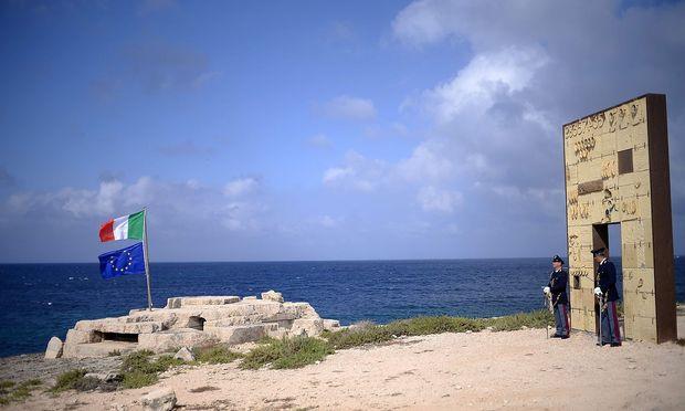 Schiff vor Lampedusa abgefangen