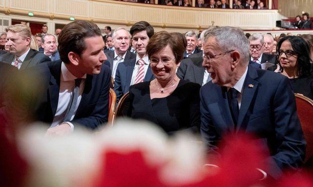 Kanzler Sebastian Kurz, Bundespräsident Alexander Van der Bellen und seine Frau Doris Schmidauer
