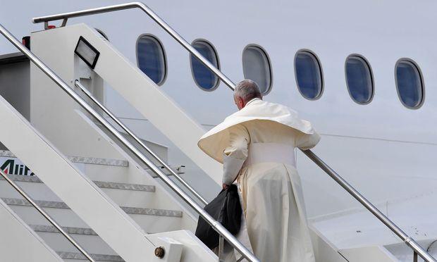 """""""Auf Friedenspfaden"""": Papst in Abu Dhabi eingetroffen"""