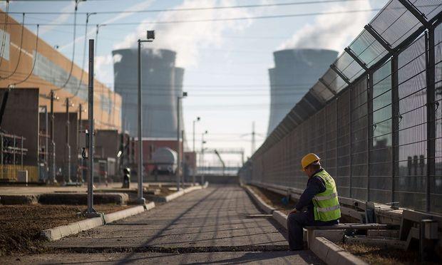 Ein Arbeiter auf der Baustelle der dritten Reaktors des AKW Mochovce.