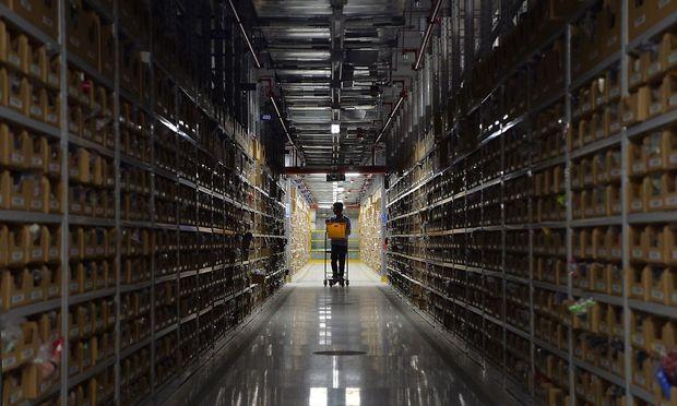 Nicht alles, was bei Amazon gekauft wird, stammt auch wirklich aus den Lagern des Onlinehändlers. Das Unternehmen ist zugleich auch Plattform – und oft größter Konkurrent - für tausende Drittanbieter.