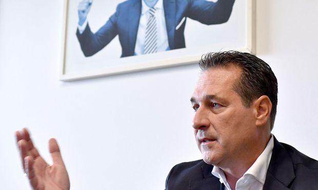 HC Strache: Österreicher wollen keine Fortsetzung von Rot-Schwarz oder Schwarz-Rot / Bild: APA/HERBERT NEUBAUER