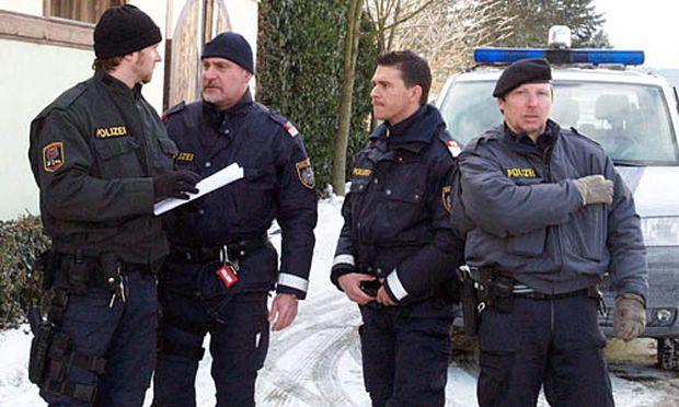Die Polizei verhandelt mit dem 55-Jährigen.