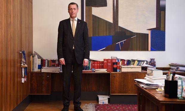 Der ehemalige Generalsekretär im Justizministerium, Sektionschef Christian Pilnacek, sorgte in den vergangenen Wochen für größtmögliche Empörung. Die Staatsanwaltschaft Linz fand an seinem Verhalten in der Causa Eurofighter allerdings nichts Strafwürdiges.
