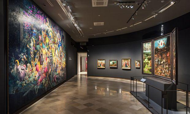 Regietheater für Alte Meister sozusagen: Zum Auftakt im Theatermuseum wird Boschs Weltgericht mit einem Monumentalformat des Berliner Malers Jonas Burgert konfrontiert.