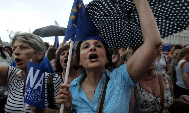 POLITIK Pro Euro Demostration in Athen 150630 ATHENS June 30 2015 Thousands of Greeks take