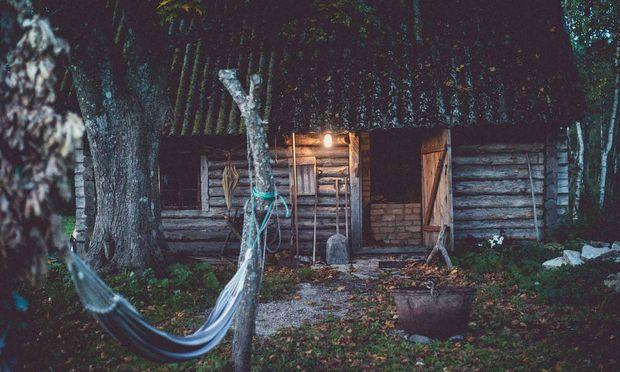 Ferienleben auf den Inseln Estlands: An die 2000 sind es in Summe, die bekanntesten Saaremaa und Hiiuma. Die einzige im Norden, die von den Sowjets nicht abgesiedelt wurde, ist Prangli.