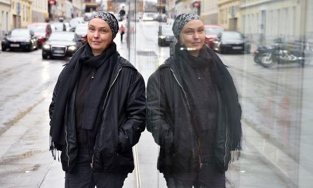Die in Wien lebende Künstlerin Lia malt nicht mit dem Pinsel, sondern mit Codes.