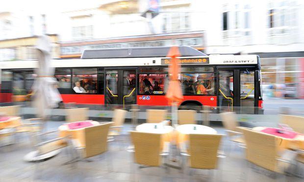 Die Wiener Linien würden den 13A am liebsten in beide Richtungen durch die Neubaugasse führen. (Archivbild)