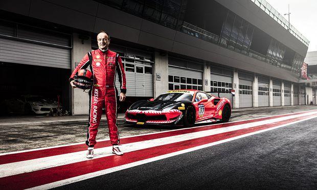 Fons Scheltema, 61, Niederländer, Pilot in der Ferrari Challenge, vor seinem 488 in Spielberg.