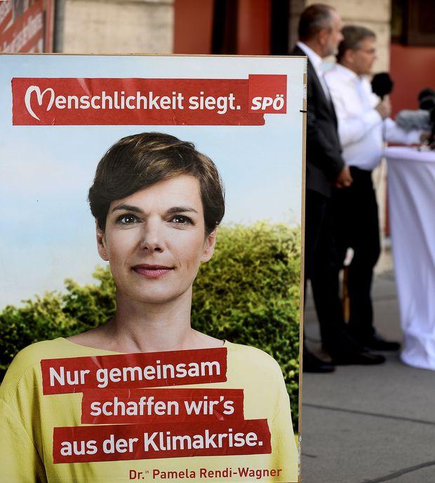 Rendi-Wagner warnt vor einer Thujenhecke vor der Klimakrise.