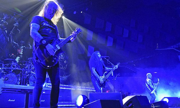 Die US-Thrash-Metal-Band Slayer, Gary Holt (L), Tom Araya (M) und Kerry King am Freitag, 23. November 2018, im Rahmen ihrer 'Final World Tour' in der Wiener Stadthalle.