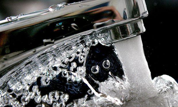 Ob das Wasser aus den Korneuburger Wasserleitungen gesundheitsschädlich ist, darüber sind sich die Experten uneins.