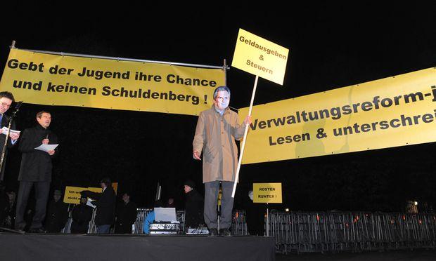 Demo für Verwaltungsreform 2011: Noch ist der Druck von der Straße zu gering, um die Regierung zu motivieren.