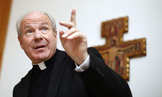 Der Kardinal verteidigt die Linie der Kirche in Sachen Asyl.