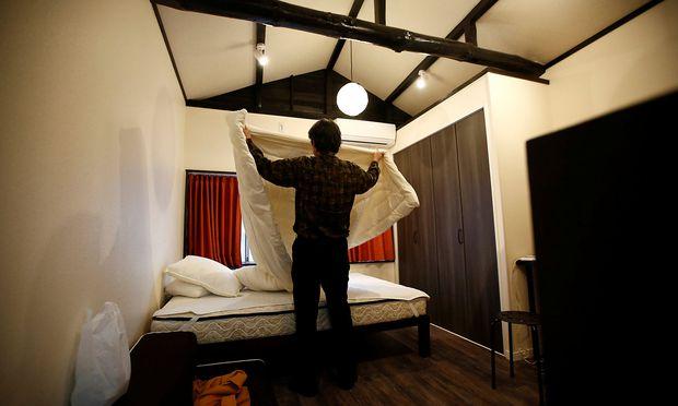 Handtücher und Bettwäche für den nächsten Kurzzeitmieter wechseln