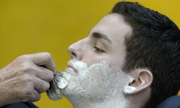 Wer sich gerne nass rasiert, kennt das Spiel: Der Rasierer ist billig. Die Ersatzklingen sind teuer
