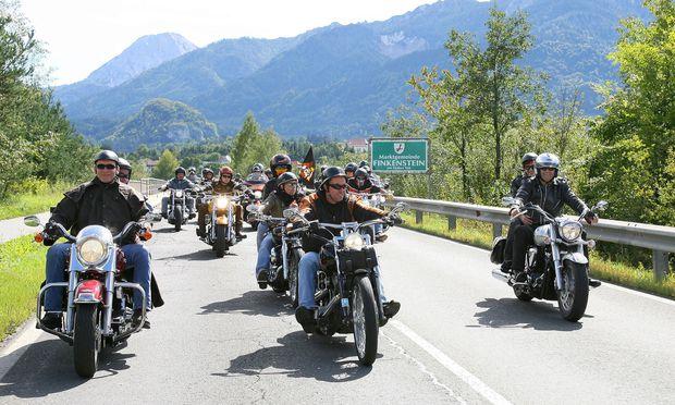 """70.000 vor allem ältere """"Rocker"""" kamen zum bereits 20. Harley-Davidson-Treffen an den Faaker See."""