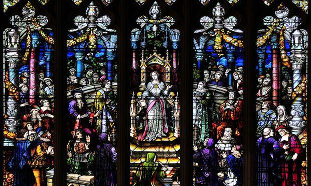Psicopia promovierte in der voll besetzten Kathedrale von Pandua. Im Bild eine Glasmalerei in der Thompson Memorial Library am Vassar College in Poughkeepsie, die Piscopia zeigt