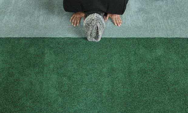 Eine Umfrage unter 9000 Migranten und einer gleichgroßen Menge Einheimischer zeigt fundamentalistische Tendenzen vieler Muslime.