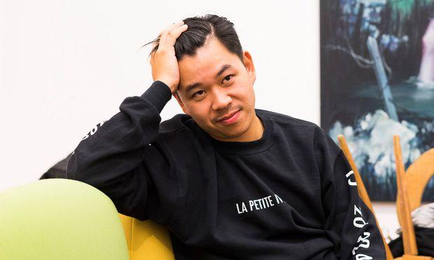 """Leicht erschöpft: Martin Ho in seiner Galerie im neuen """"One of One"""". / Bild: (c) Marlies Plank"""