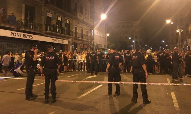 Polizei sperrt den Anschlagsort in Barcelona ab / Bild: imago/Xinhua