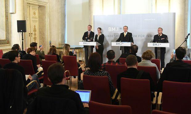 Pressekonferenz zu Ermittlungsergebnissen nach Festnahme des Terrorverdächtigen Lorenz K.