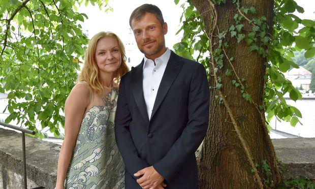 Das Ehepaar Dan und Yana Bronstein motiviert Kinder, sich aktiv mit Musik zu beschäftigen – indem sie unter anderem in Bildung und Kultur investieren.