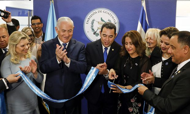 Israels Staatschef Netanyahu und Guatemalas Präsident Morales eröffnen die neue Botschaft