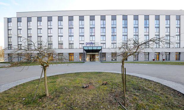 Das Parkhotel Klosterneuburg als Zankapfel: Das Innenressort will das Gebäude mieten, damit Asylwerber einziehen können.