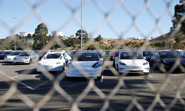 Produktionszahlen gefälscht, Schrott verbaut? Ex-Mitarbeiter zeigt Tesla bei US-Börsenaufsicht an