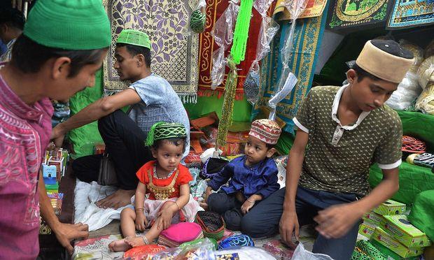 Id al-Fitr ist ein Fest der Familie, der Geschenke aber auch der Händler - hier ein Bild aus Siliguri in Indien.