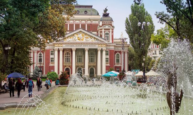 Dramatisch.   Eines der vielen Theater der Stadt: das Ivan Vazov.