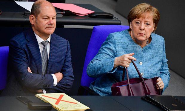 Beim Heeres-Budget ist die deutsche Koalition nicht einig - im Bild Vizekanzler Scholz (SPD) und Kanzlerin Merkel.