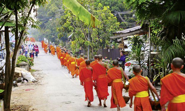 Das Tempelleben bewahrt viele Kinder in Laos vor Armut.