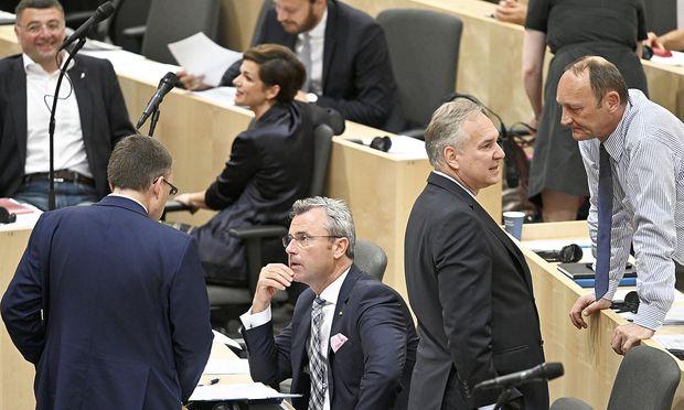 (v.l.) Jörg Leichtfried (SPÖ), August Wöginger (ÖVP), Pamela Rendi-Wagner (SPÖ), Norbert Hofer (FPÖ), Walter Rosenkranz und Axel Kassegger (FPÖ) am Donnerstag im Nationalrat