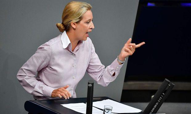 Alice Weide wurde im deutschen Bundestag nach ihrer Rede von den anderen Fraktionen ausgebuht.