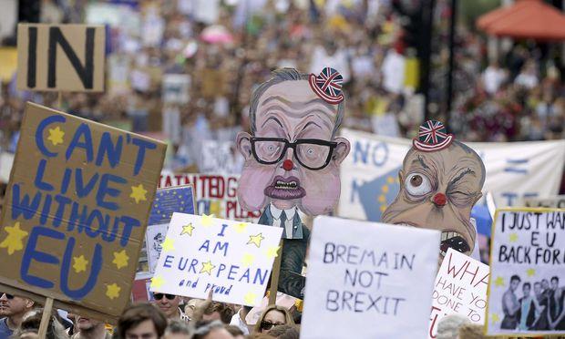 Boris Johnson greift May an und legt eigenen Brexit-Plan vor