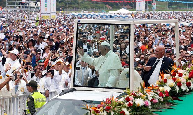 Papst Franziskus feierte in Medellin eine Messe.