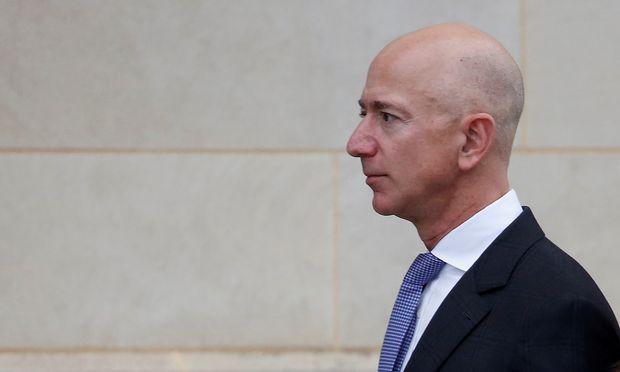 """Er gründete das Unternehmen Amazon und ist Besitzer der """"Washington Post"""" – und will nun die unlautere Berichterstattung über seine Affäre bekämpfen: Jeff Bezos."""