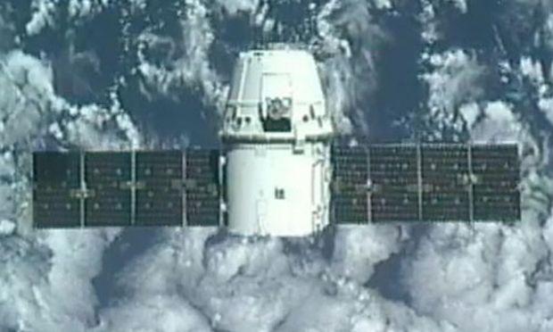 Erstmals dockte eine private Raumkapsel an der ISS an.