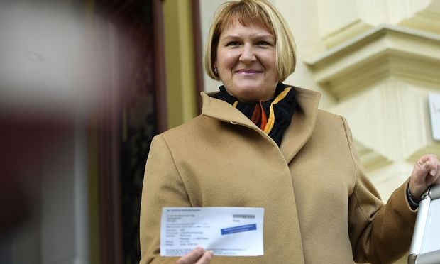 Helga Krismer bei ihrer Stimmabgabe am Sonntag bei der Landtagswahl / Bild: (c) APA/ROBERT JAEGER (ROBERT JAEGER)
