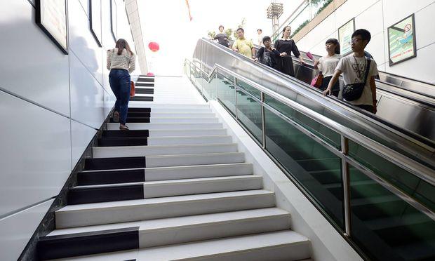 Klaviertasten-Look mit akustischer Unterstützung kann zum Stiegensteigen animieren (das Bild stammt aus Hangzhou, China).