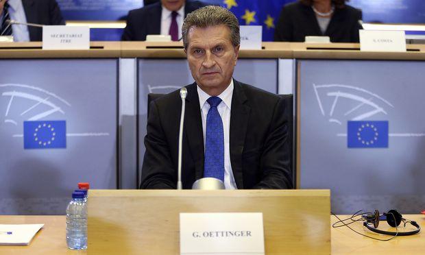 Budgetkommissar Günther Oettinger plädiert für den Emissionshandel als künftige Finanzierungsquelle der EU.