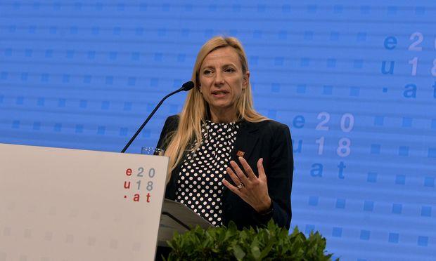 Geschlechtergleichstellung müsse wieder zu einer Priorität in Europa werden, forderte Frauenministerin Juliane Bogner-Strauß (ÖVP).