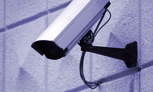 Archivbild. In der Uniklinik Innsbruck sorgt eine kleine Überwachungskamera, versteckt in einem Rauchmelder, für Aufsehen.