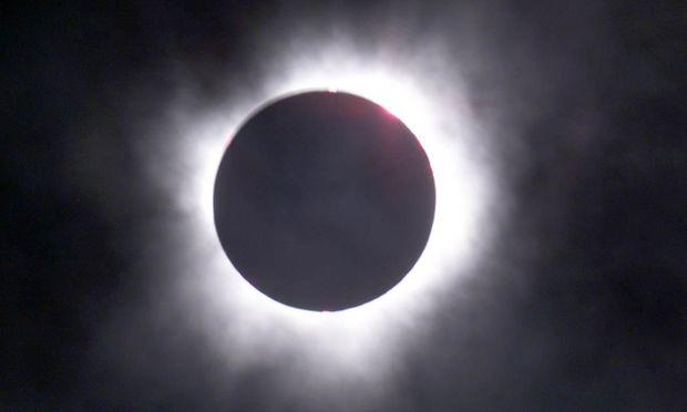 In der Korona ist es sehr viel heißer als an der Sonnenoberfläche selbst.