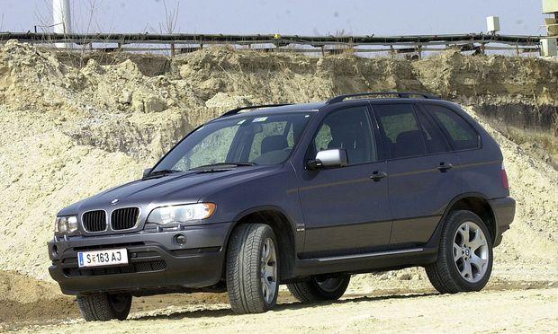 BMW ruft alte X5 und 5er-Modelle wegen gefährlichen Airbags zurück