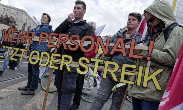 Streikkundgebung des Charite Pflegepersonals 2017 09 19 Berlin Deutschland Kundgebung des streik